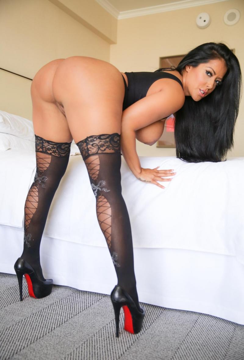 sexy-nude-latina-girls-high-heels
